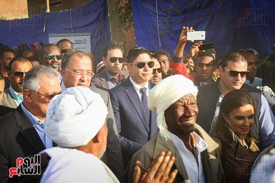 أبو هشيمة و3 وزراء ومحافظ أسوان يفتتحون إعادة إعمار قرية توشكى (7)