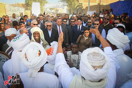 أبو هشيمة و3 وزراء ومحافظ أسوان يفتتحون إعادة إعمار قرية توشكى (6)