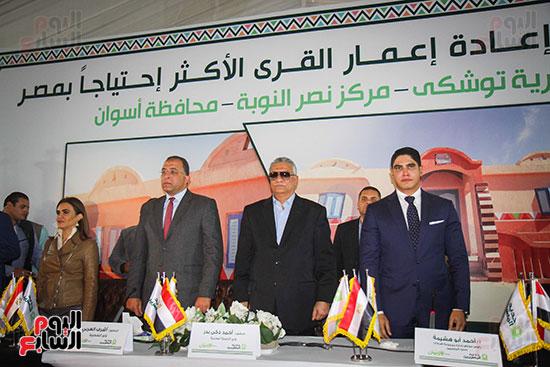 أبو هشيمة و3 وزراء ومحافظ أسوان يفتتحون إعادة إعمار قرية توشكى (21)