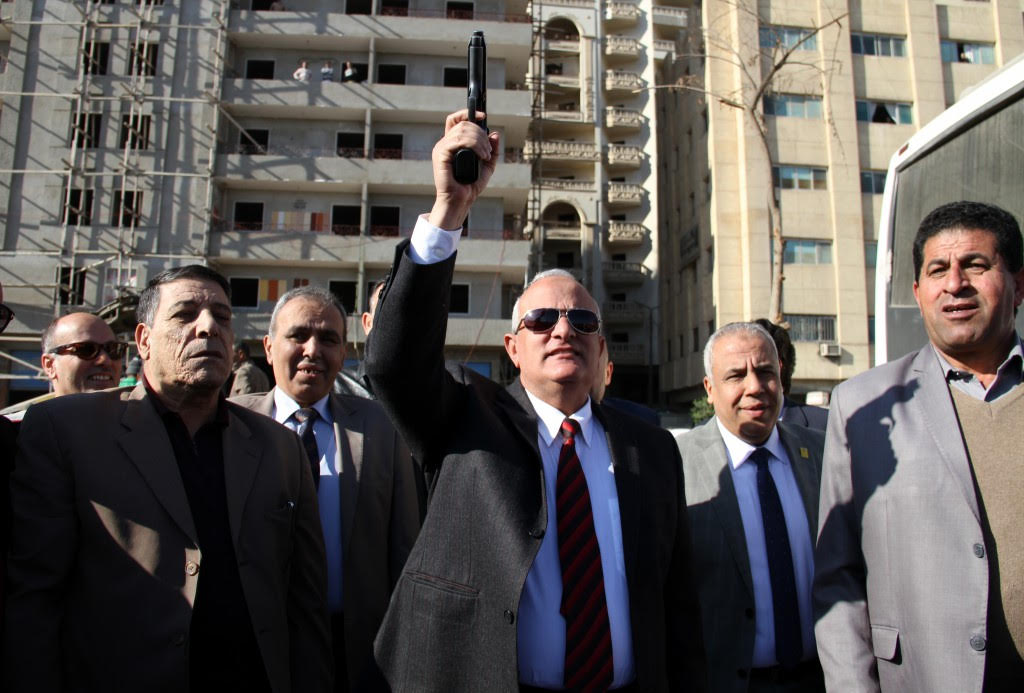 رئيس جامعة طنطا يطلق اشارة البدء