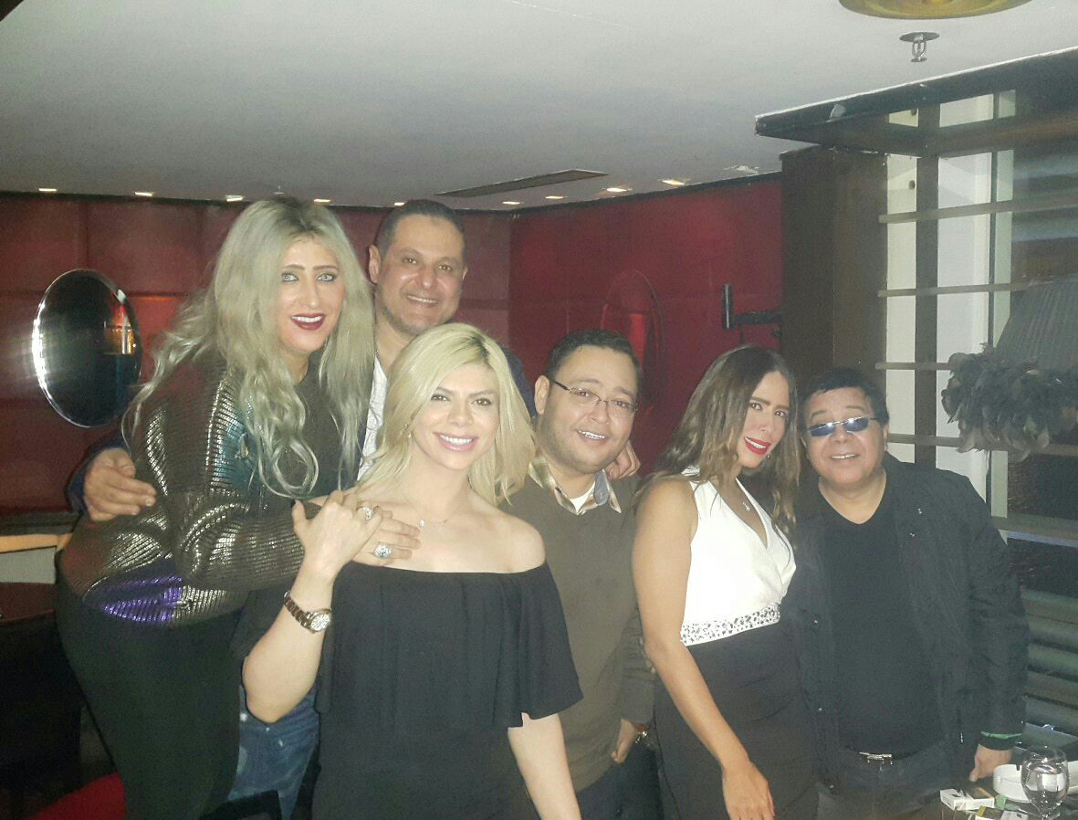 اميرة فتحى تحتفل بعيد ميلادها مع أصدقائها من الفنانين