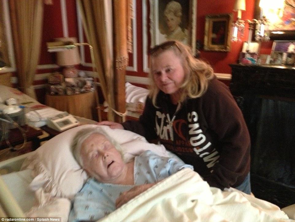 جابور عام 2014 وبجوارها فرانشيسكا ابنتها التى توفت بمرض السرطان العام الماضى