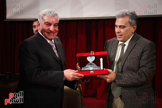 زاهى حواس جامعة القاهرة جابر نصار (26)