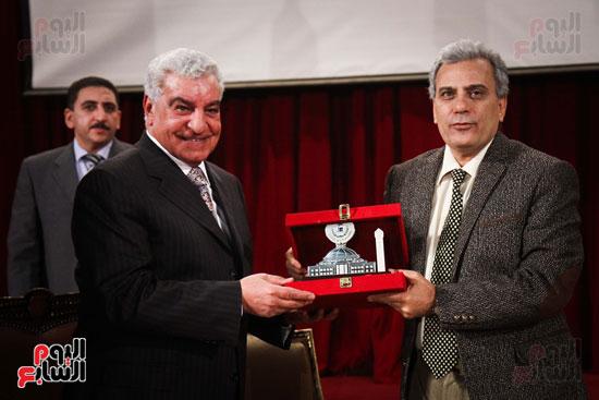 زاهى حواس جامعة القاهرة جابر نصار (27)