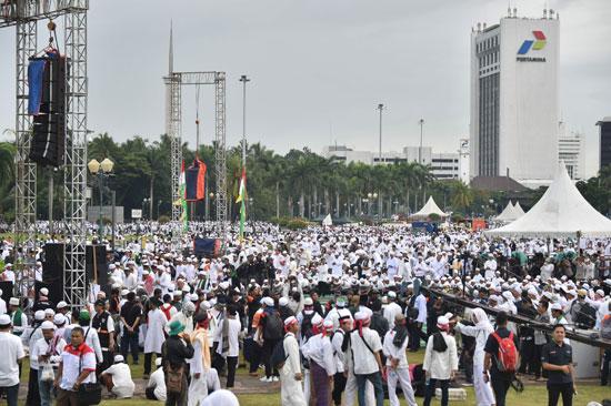 تجمع آلاف المسلمين فى إندونيسيا ضد حاكم جاكرتا