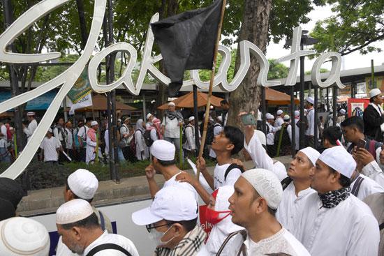 احتجاج فى اندونيسيا ضد حاكم جاكرتا