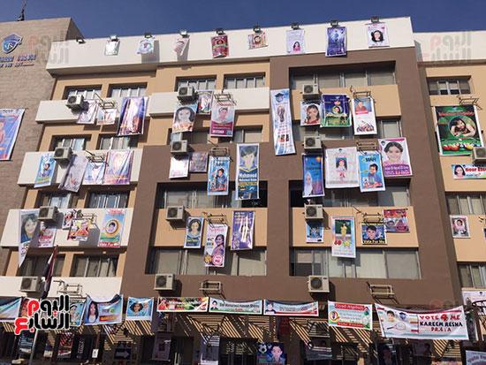 المرشحين يعلقون لافتات الترشيح
