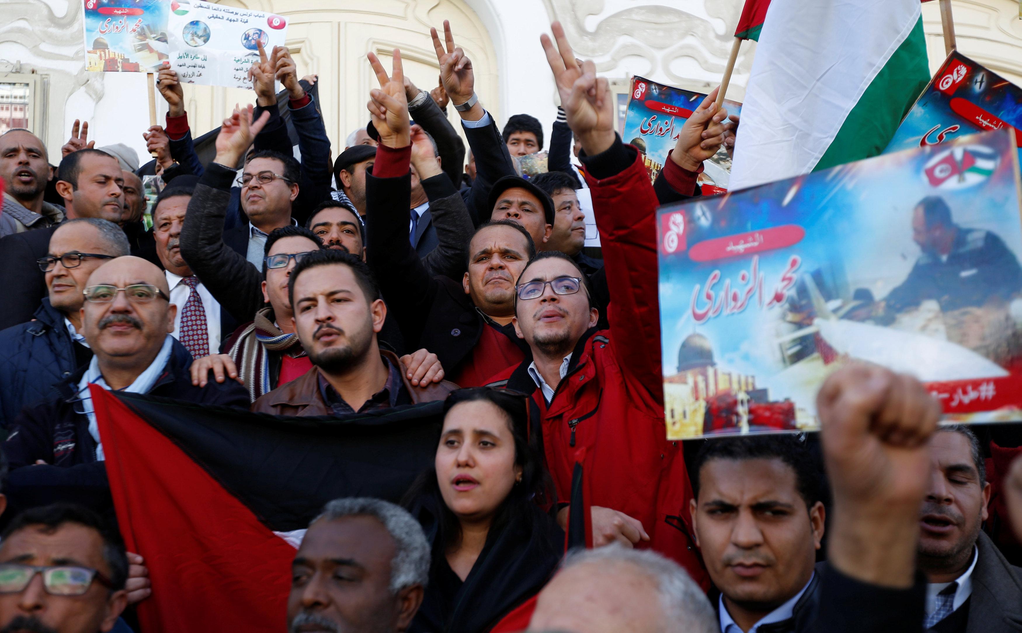 مظاهرة فى تونس تنديدا تنديدا باغتيال مهندس الطيران التونسى محمد الزوارى