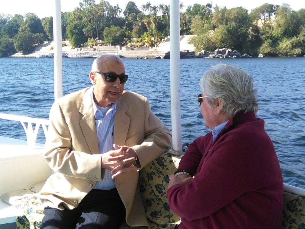 الفنان حسين فهمى ومحافظ أسوان فى جولة نيلية بأسوان