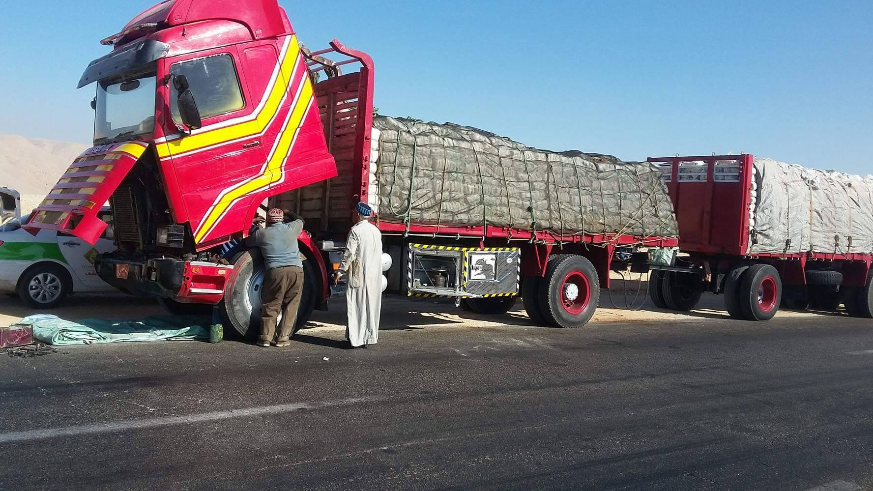 جانب من تعطل الشاحنة