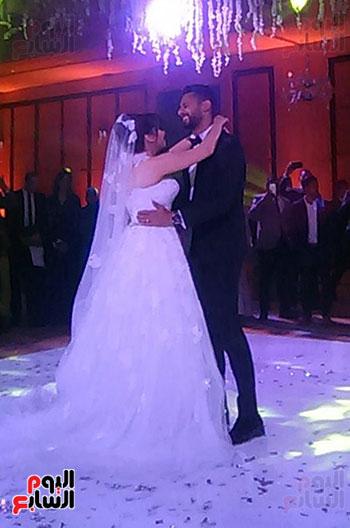 الرقصة الأولى للعروسين .. أحمد وناريمان