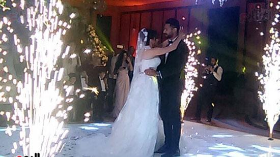 الرقصة الأولى للعروسين ..كابتن أحمد عادل وناريمان محمد صالح