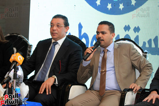 حازم عمر رئيس حزب الشعب يقوم بإلقاء كلمته