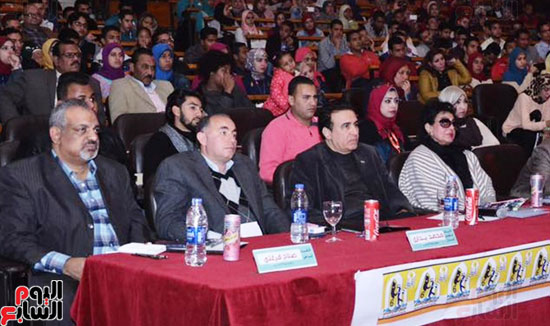 لجنة التحكيم بمسرح جامعة أسيوط