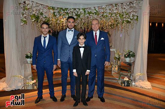 جانب من اسرة العروس