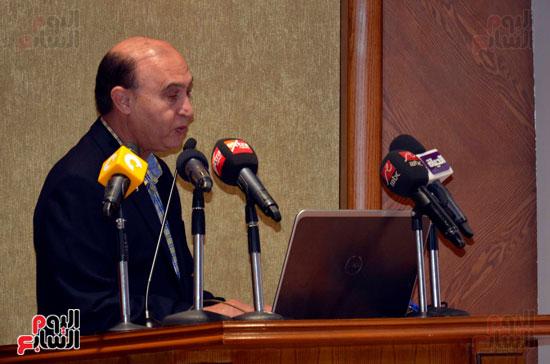 الفريق مهاب مميش رئيس هيئة  قناة السويس يلقي كلمته خلال الاجتماع