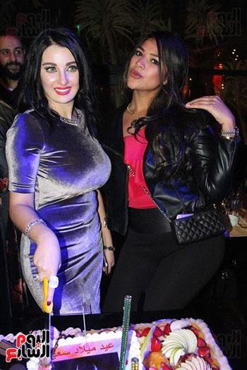 صوفينار وصديقتها