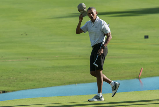الرئيس الأمريكى يقضى أجازته السنوية فى لعب الجولف