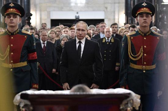 بوتين يشيع جثمان سفيره فى تركيا أندريه كارلوف