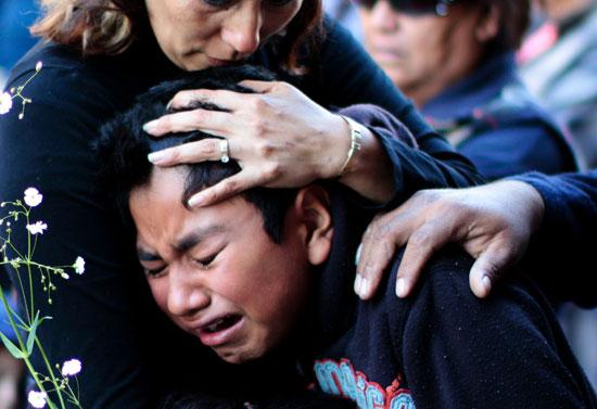 بكاء وعويل فى قداس كبير على ضحايا انفجار سوق الألعاب النارية بالمكسيك