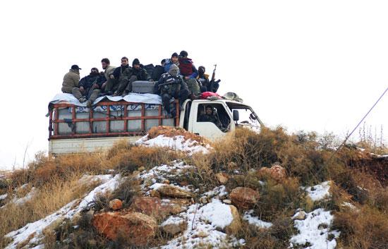 وسط الثلوج .. أخر فوج يخرج من حلب السورية