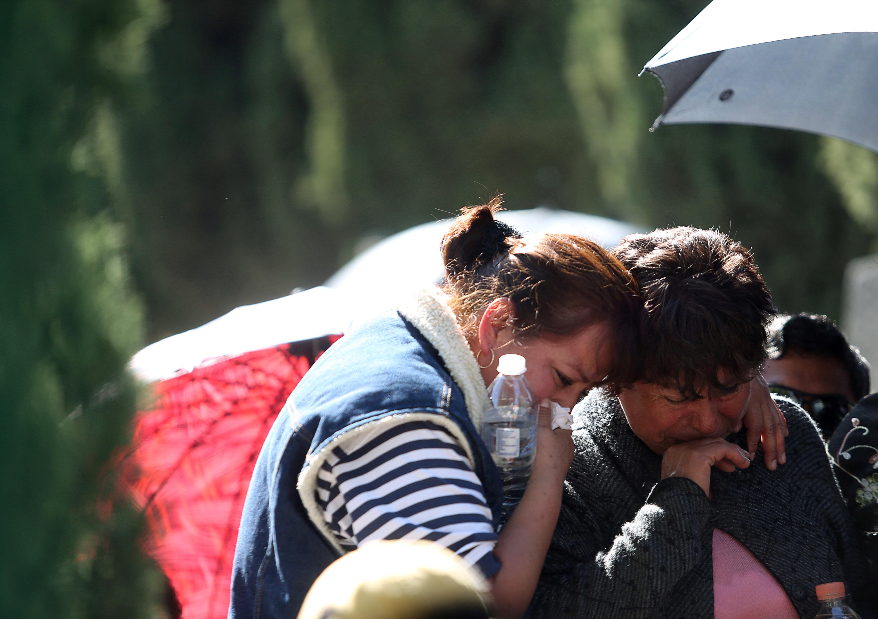 بكاء الأهلى على ضحايا الانفجار أثناء الجنازة