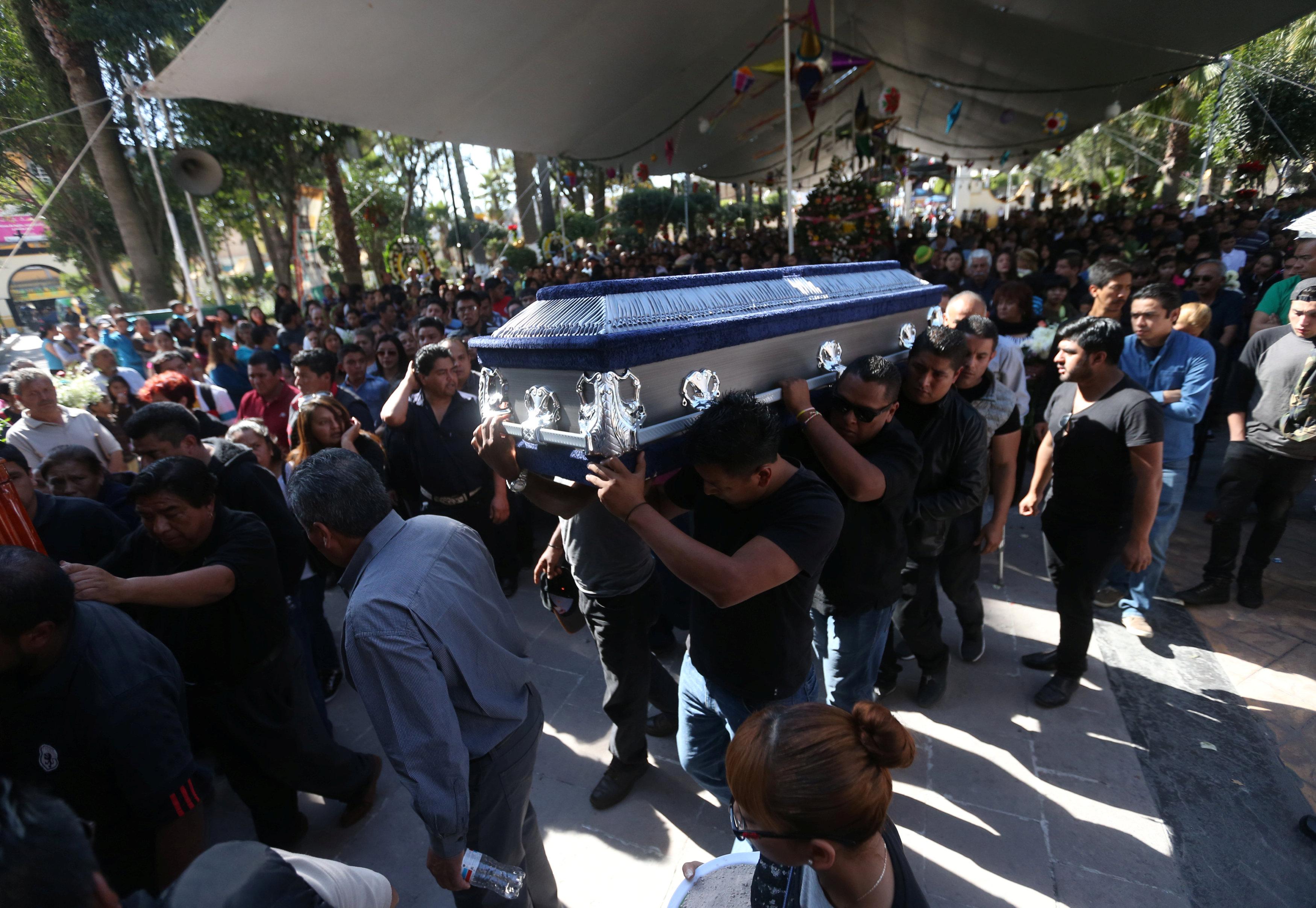 جنازة ضحايا انفجار سوق الالعاب النارية
