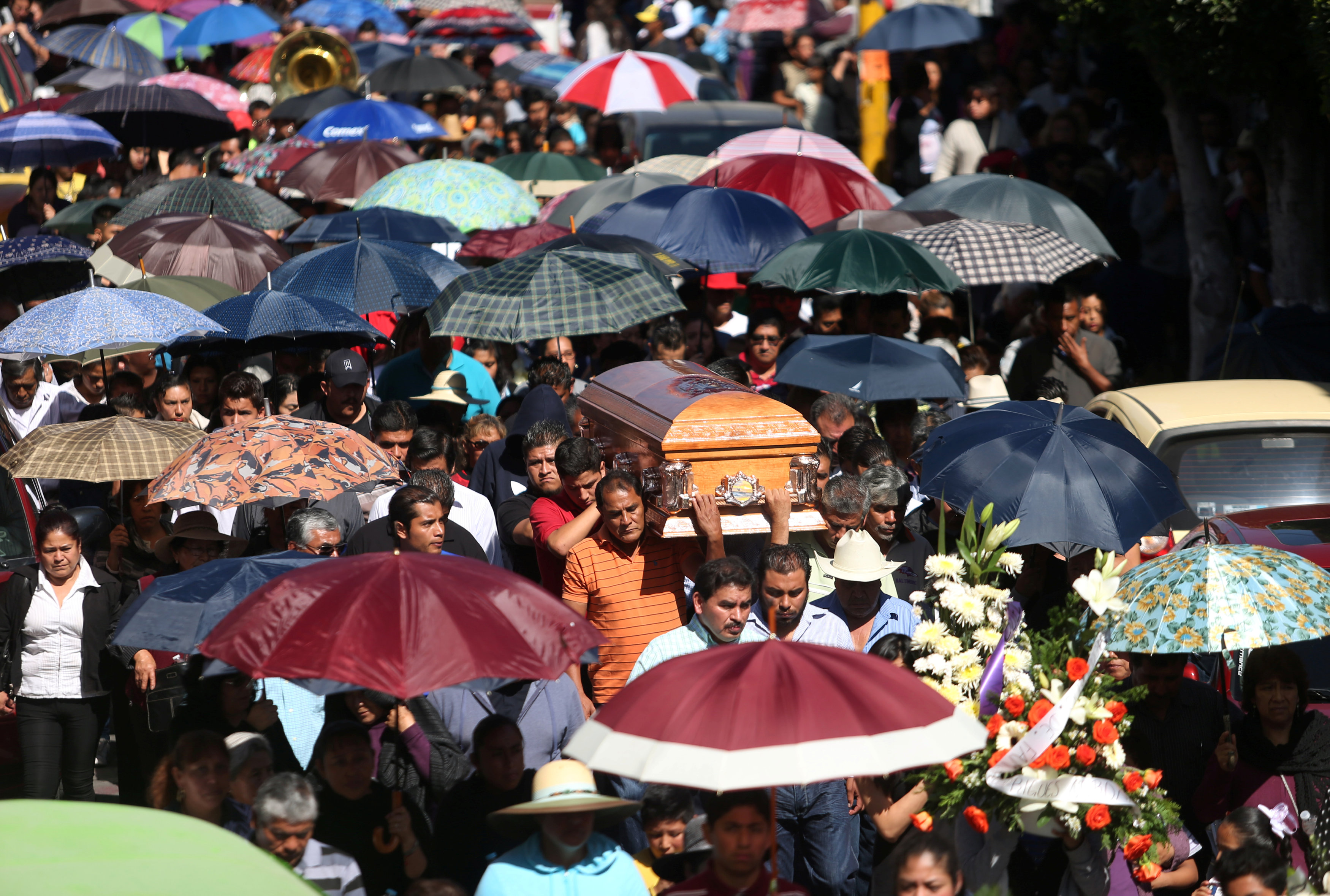 جنازة مهيبة لضحايا انفجار المكسيك