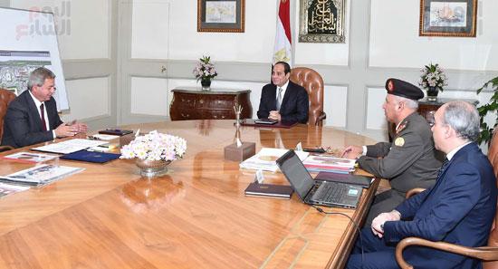 السيسى ووزير الرياضة خالد عبد العزيز (2)