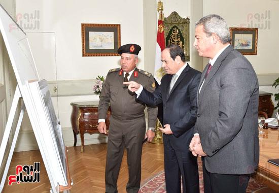 السيسى ووزير الرياضة خالد عبد العزيز (1)