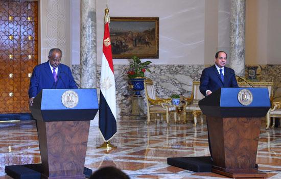 الرئيس عبد الفتاح السيسي، وإسماعيل عُمر جيلة رئيس جيبوتى (16)