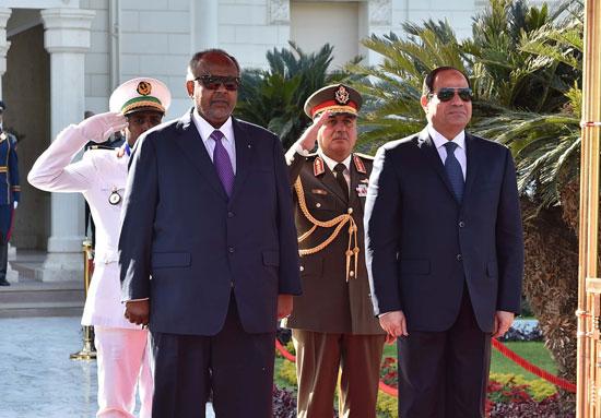الرئيس عبد الفتاح السيسي، وإسماعيل عُمر جيلة رئيس جيبوتى (2)