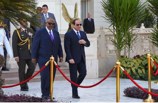 الرئيس عبد الفتاح السيسي، وإسماعيل عُمر جيلة رئيس جيبوتى (12)