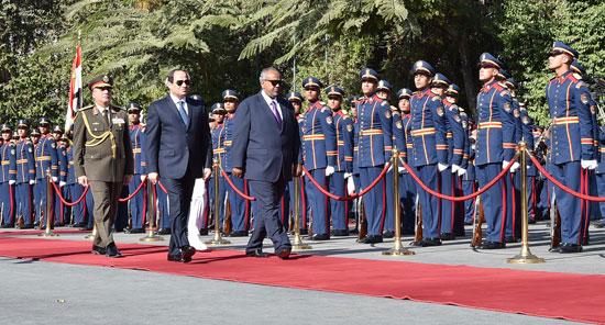 الرئيس عبد الفتاح السيسي، وإسماعيل عُمر جيلة رئيس جيبوتى (4)