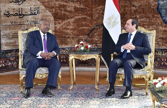 الرئيس عبد الفتاح السيسي، وإسماعيل عُمر جيلة رئيس جيبوتى (8)