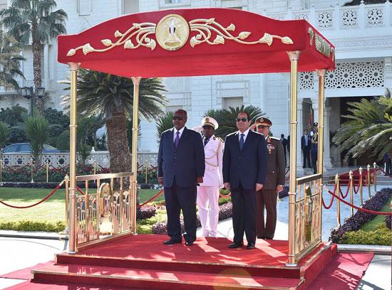 الرئيس عبد الفتاح السيسي، وإسماعيل عُمر جيلة رئيس جيبوتى (3)