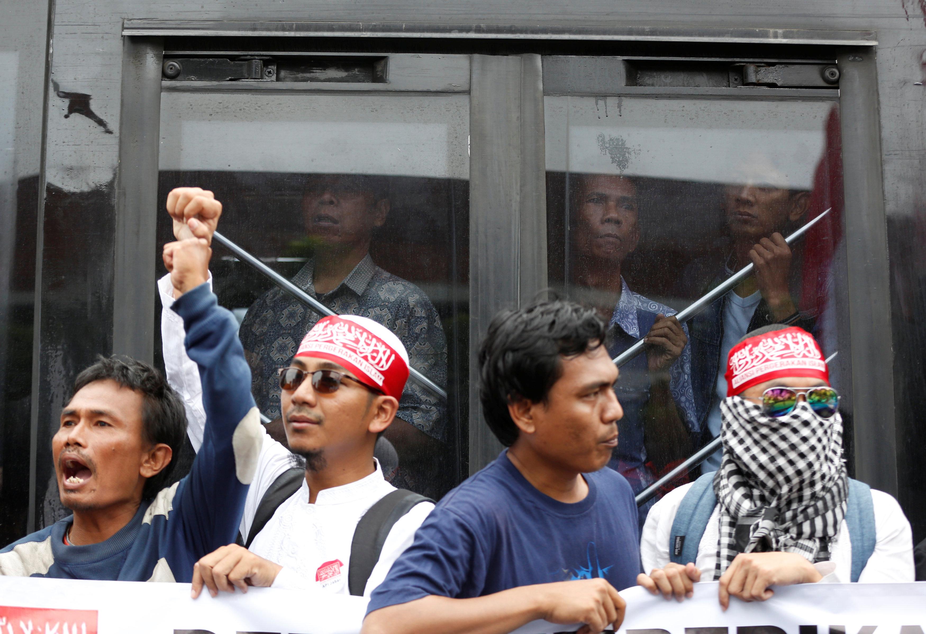 تجدد التظاهرات أمام حاكم جاكرتا