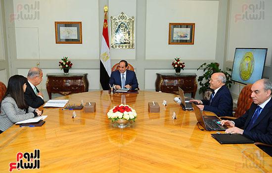 الرئيس عبد الفتاح السيسي، و المهندس شريف إسماعيل رئيس مجلس الوزراء، والدكتور محمد سعيد العصار وزير الدولة للإنتاج الحرب (1)