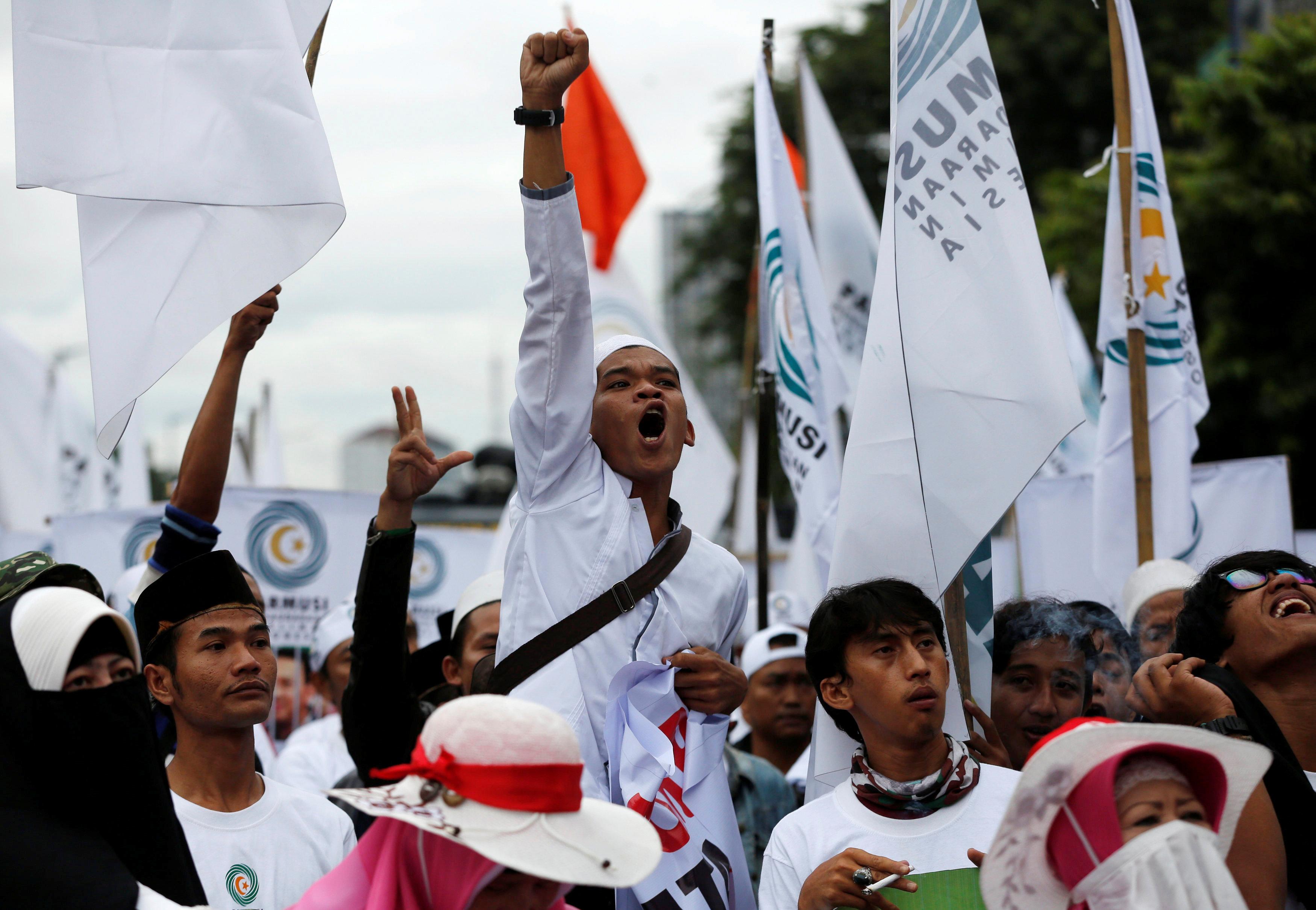تظاهرات فى اندونيسيا ضد حاكم جاكرتا