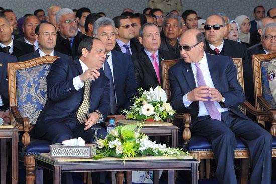 نقاش بين الرئيس السيسي والفريق مهاب مميش