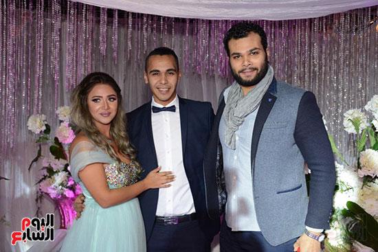 أحمد عبد الله محمود والعروسين