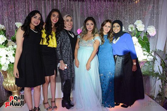 العروس وصديقاتها