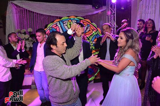 رقص علاء مرسى والعروس