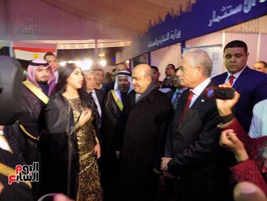 محافظ جنوب سيناء ويحيى راشد وزير السياحة وسفير الكويت اثناء تفقد المعرض
