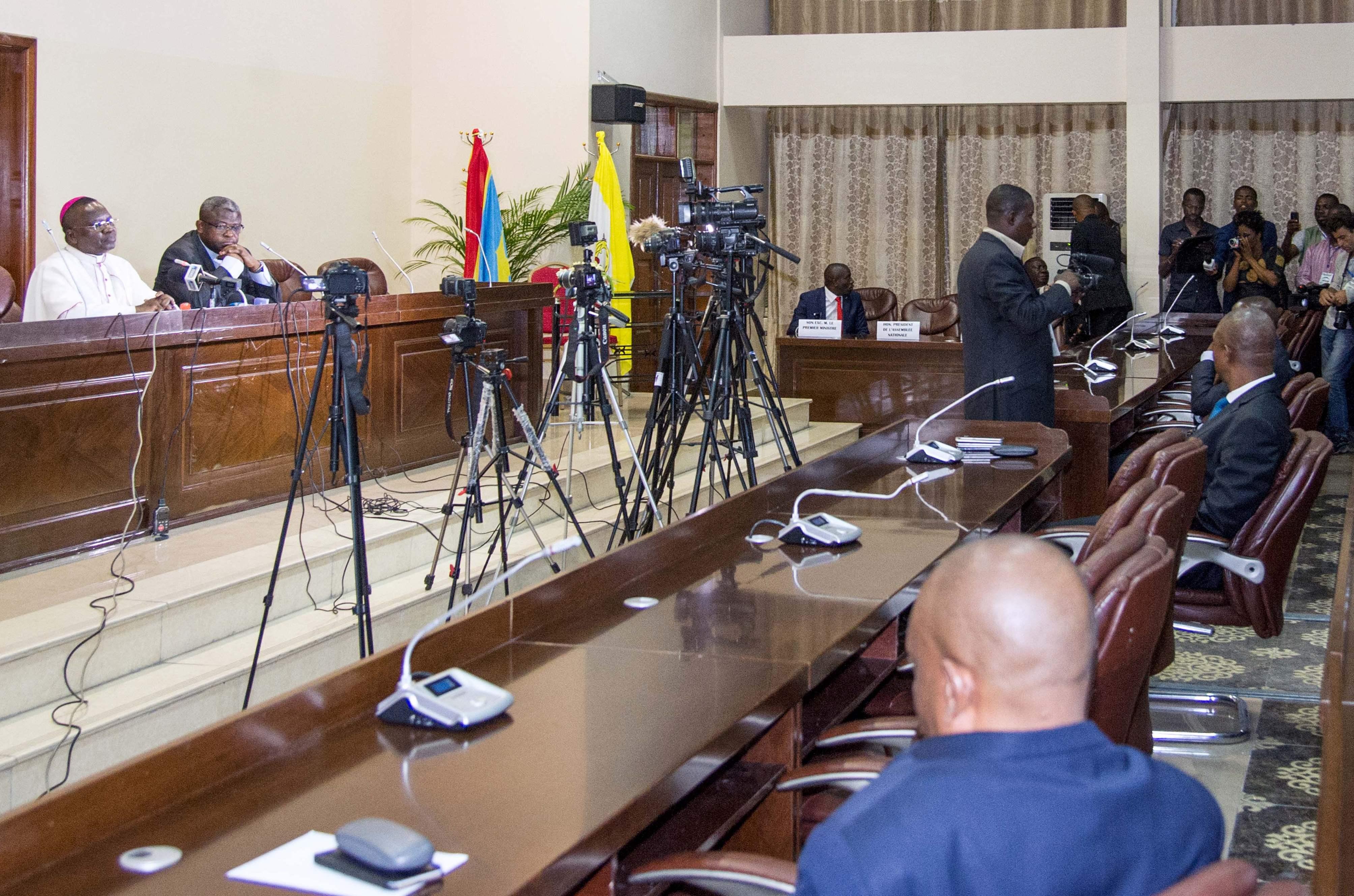 مشاورات فى مقر الاسقفيه الكونغوليه فى كينشاسا لبحث الازمه السياسيه - أ ف ب (2)