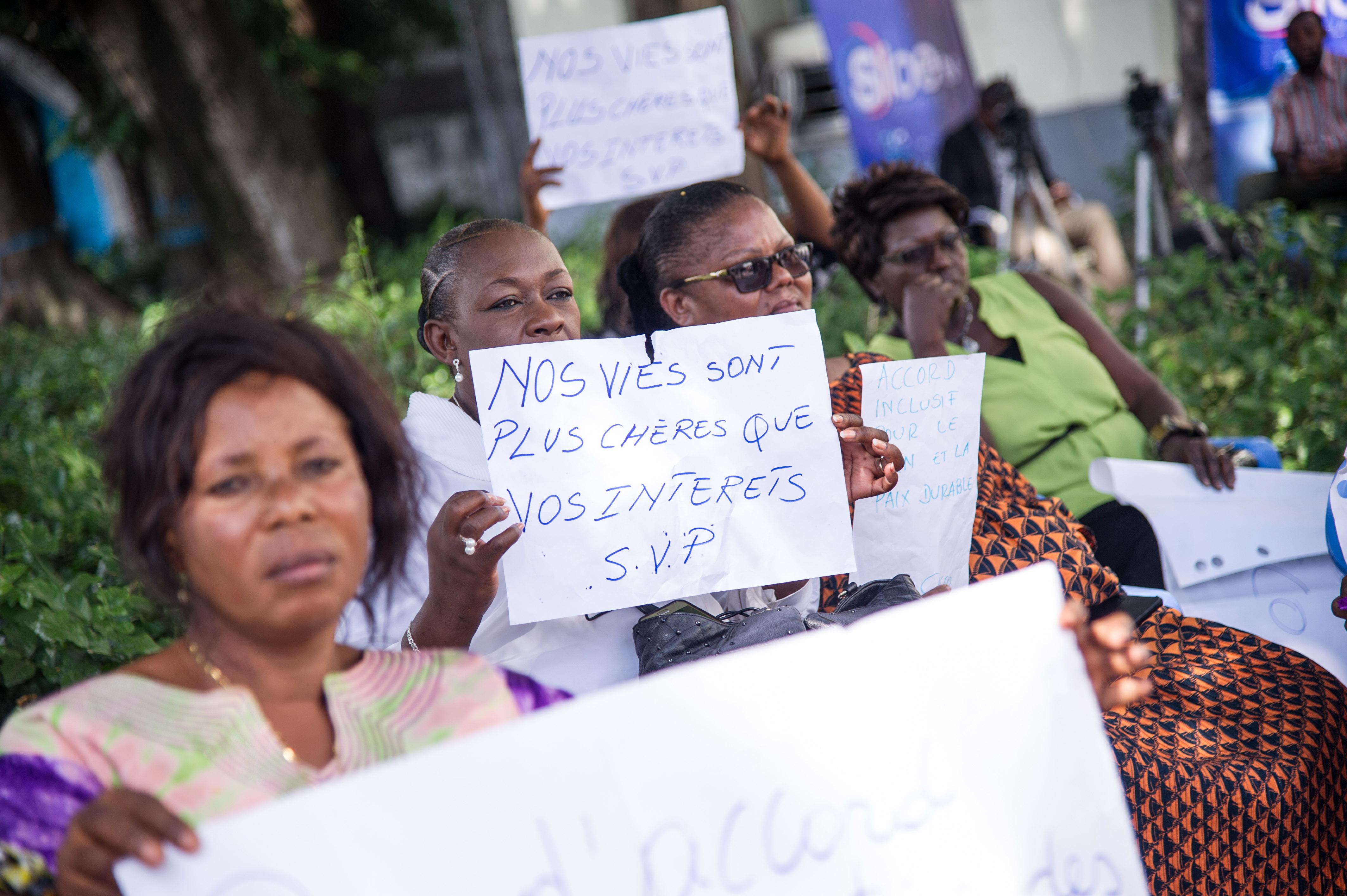 مظاهرة خارج مقر الاسقفية الكونغولية لبحث ازمة الرئاسية فى البلاد (2)