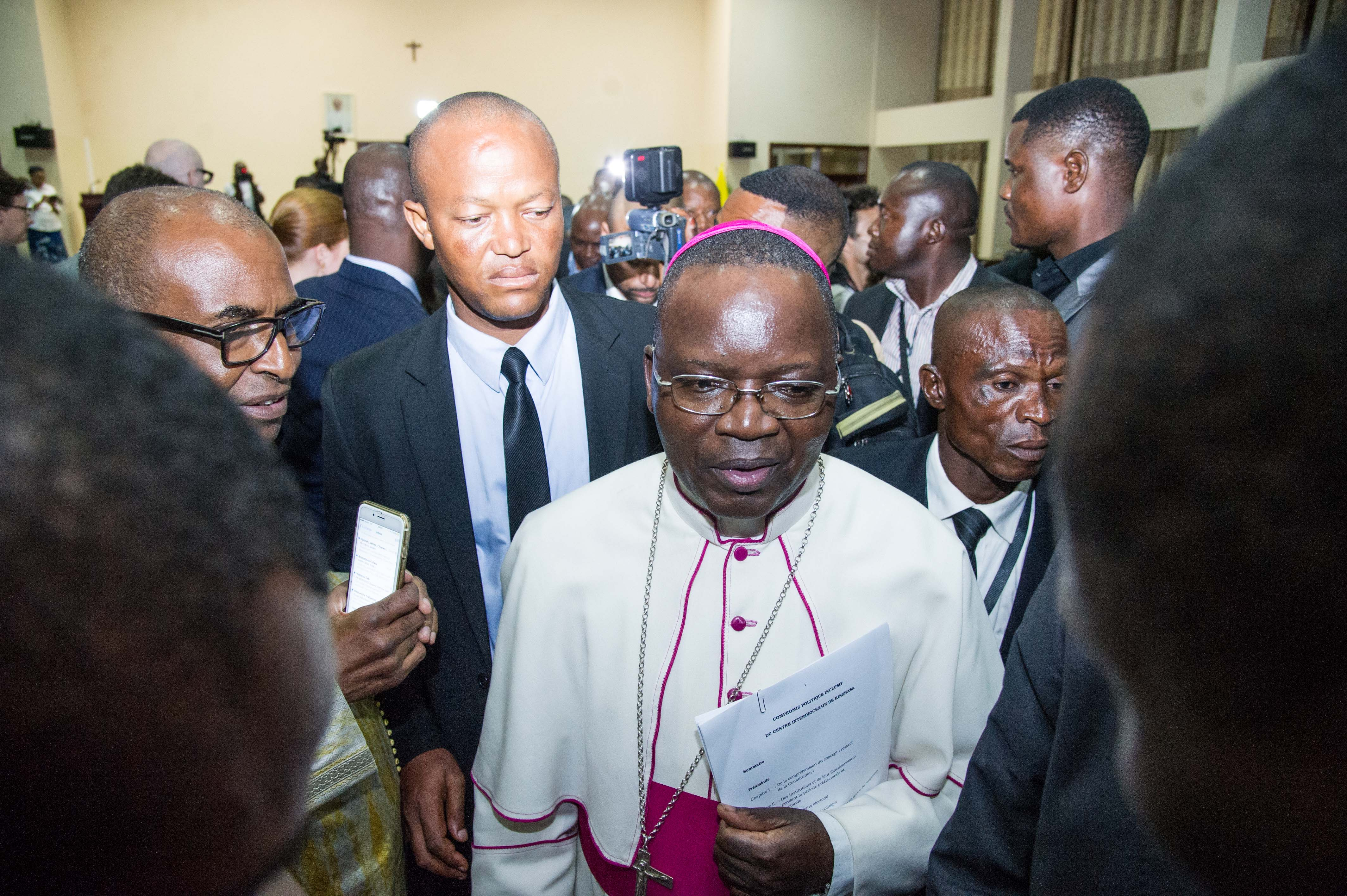 رئيس الاسقفية الكونغولية مارسل يوتيمبى يغادر مقر الاسقفية بعد المباحثات