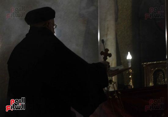 الصلاه فى الكنيسة البطرسية (14)