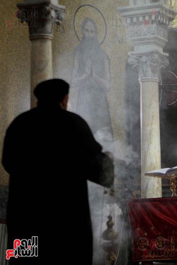 الصلاه فى الكنيسة البطرسية (11)