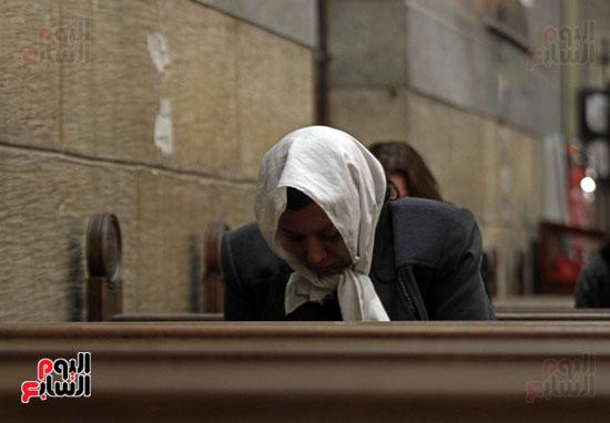 الصلاه فى الكنيسة البطرسية (16)